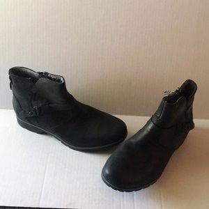 Teva Black Booties 8 EUC